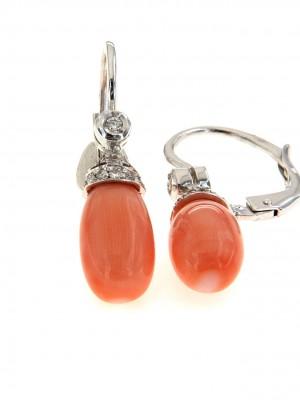 Paio di orecchini con goccia di corallo rosa e brillanti