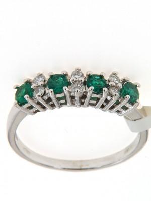Fedina fidanzamento con quattro smeraldi rotondi e sei brillanti